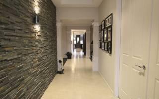 Интерьер длинного коридора в квартире фото