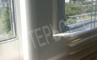 Жалюзи на раздвижные окна на балконе