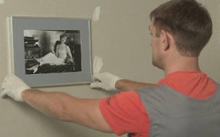 Как повесить картину на гипсокартонную стену?