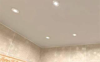 Потолок в ванной из пластиковых панелей фото